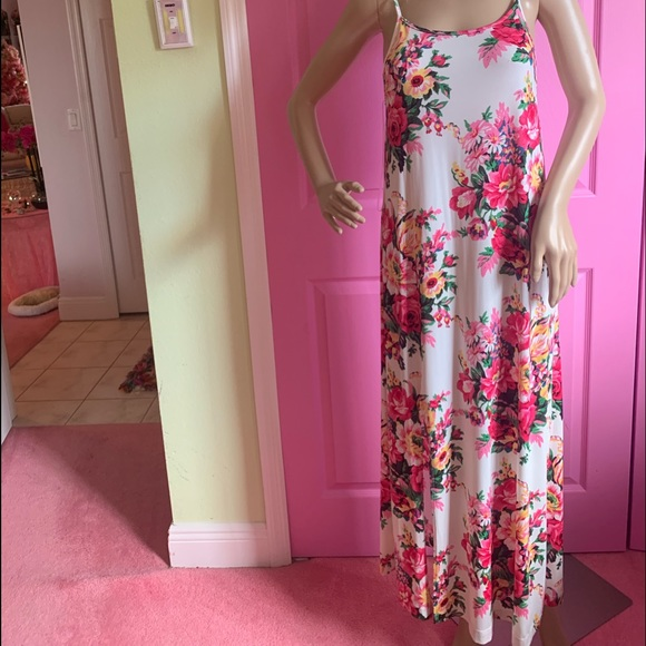 Auditions Dresses & Skirts - JUST IN - Pink flowered maxi dress.Medium.